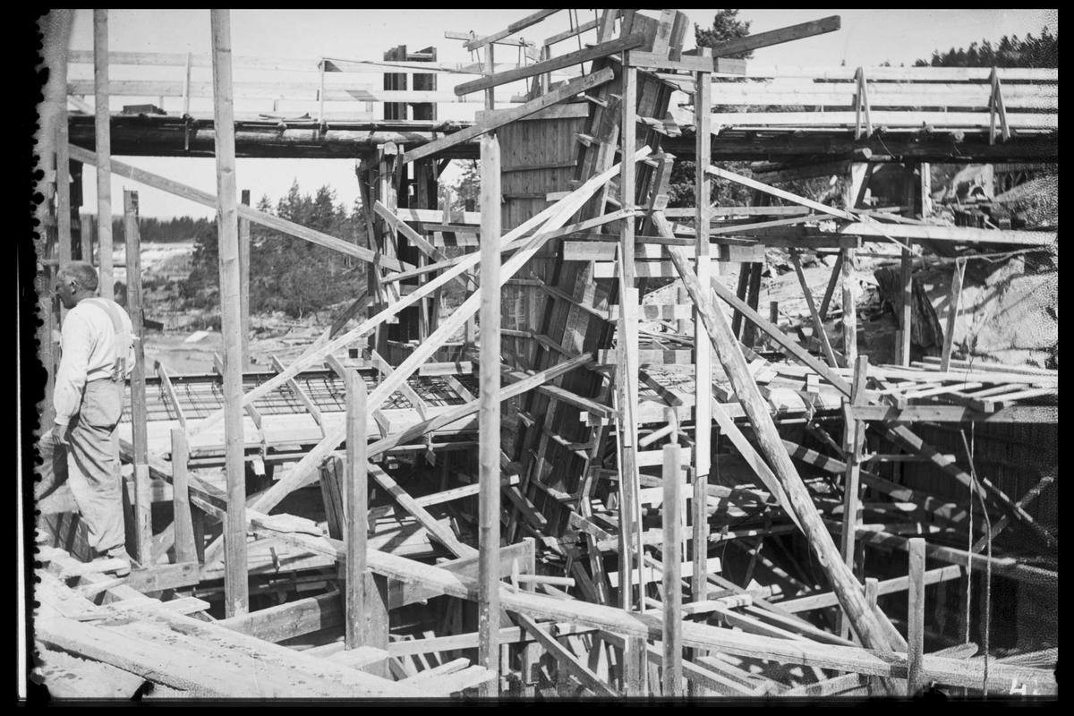 Arendal Fossekompani i begynnelsen av 1900-tallet CD merket 0469, Bilde: 56 Sted: Bøylefoss Beskrivelse: Forskalingsarbeid