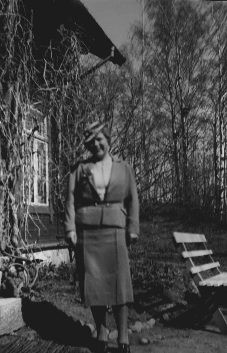 Kvinne i haven