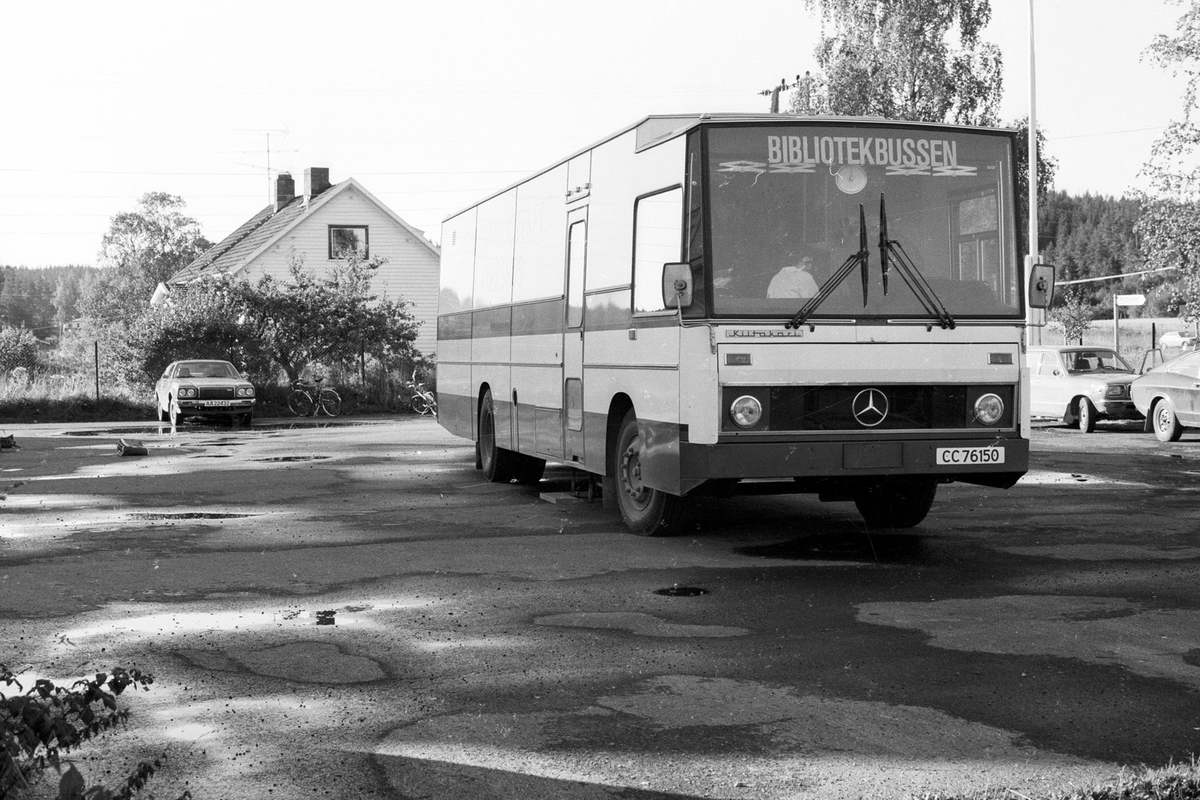 Bibliotekbussen, Fra Nordby skole, Rælingen, skoleplass,parkerte biler