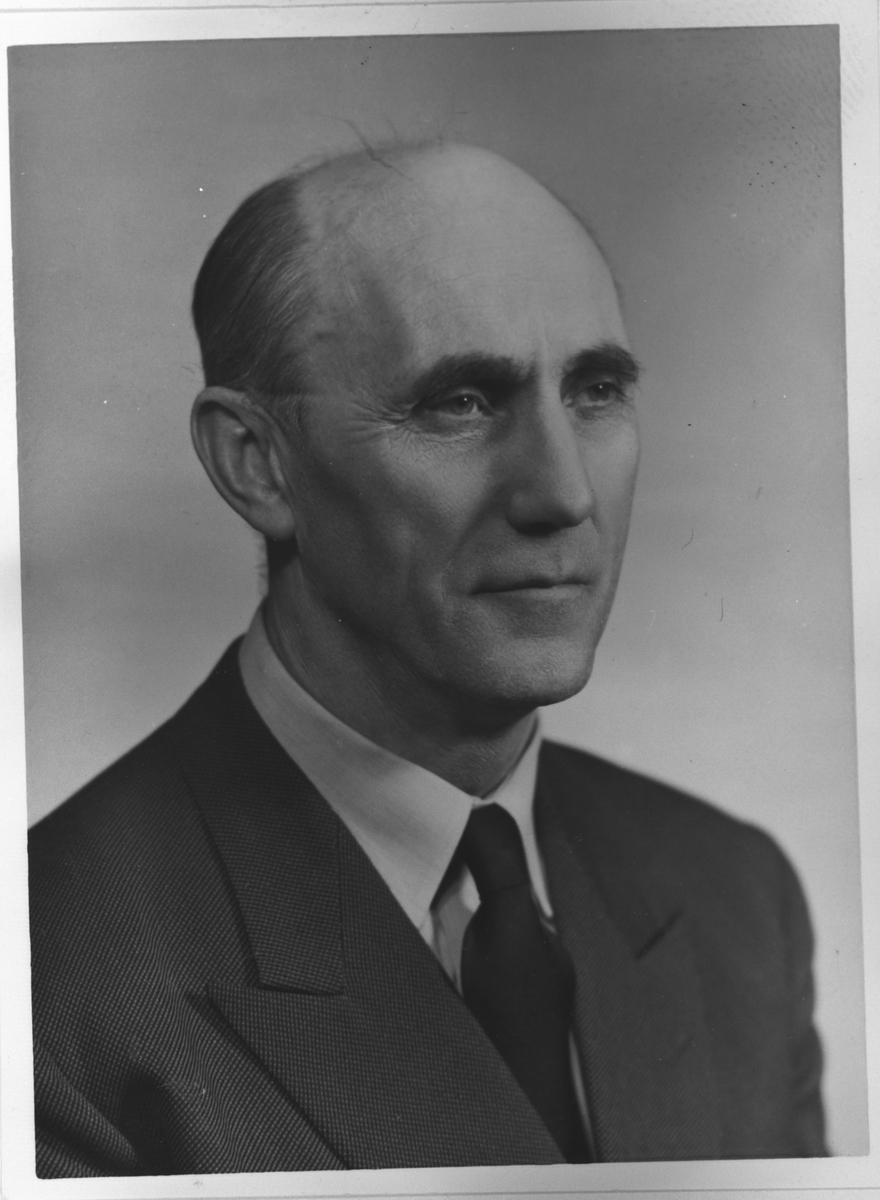 Portrett av  Lillestrøms siste ordfører  C.J. Hansen.(kontorsj)