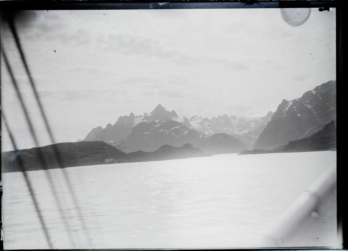fjell og fjord.