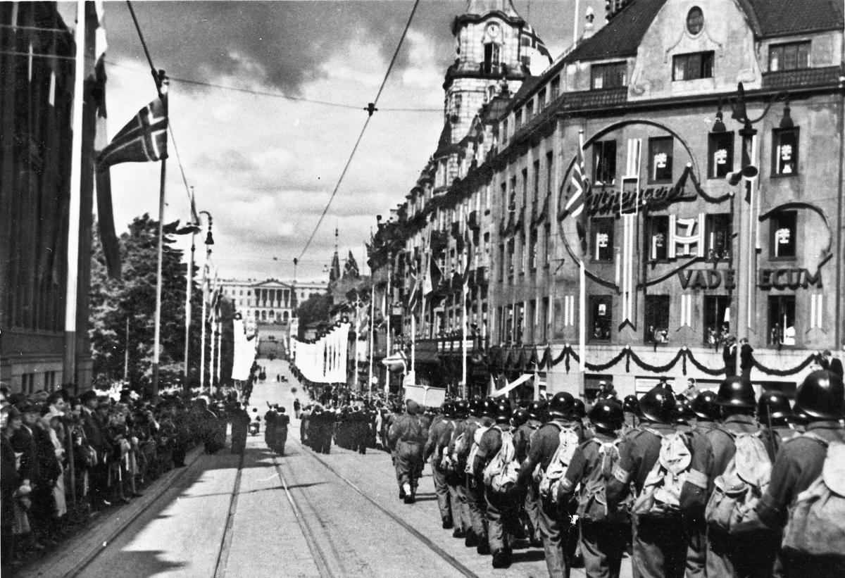 Parade på Karl Johan i Oslo.