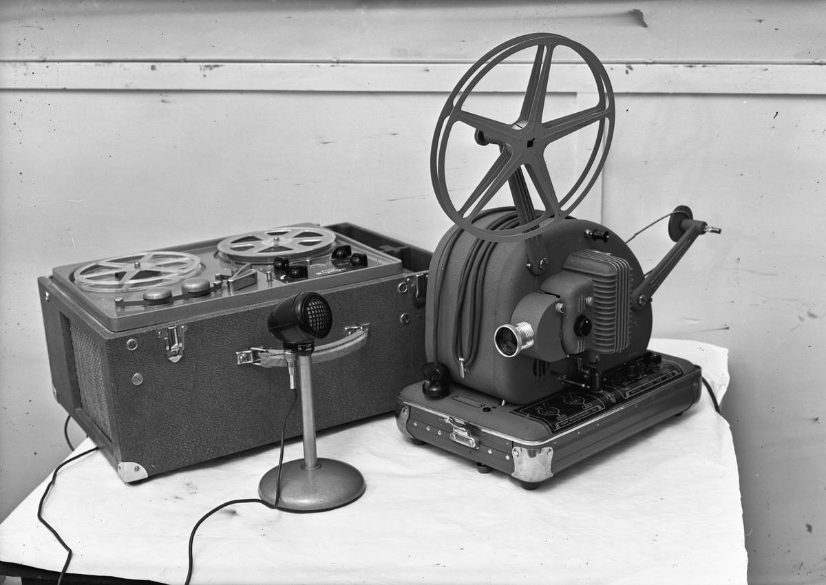 Follo Folkehøyskole. Filmframviser (Norske Smalfilmapparater – Oslo) med magnetofon/lydbåndopptaker.