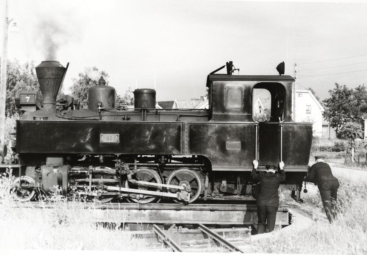 Lok 7 Prydz snus på svingskiven på Sørumsand