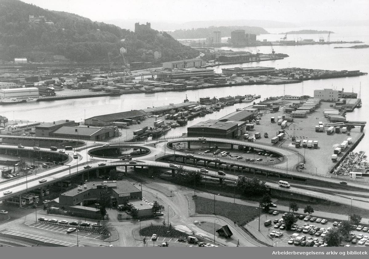 Bjørvika med Bispelokket og Sørenga,.september 1992.