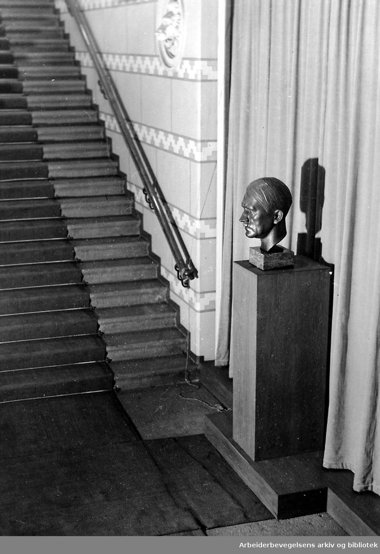 Nasjonal Samling - Byste av Adolf Hitler i Stortinget,.1941
