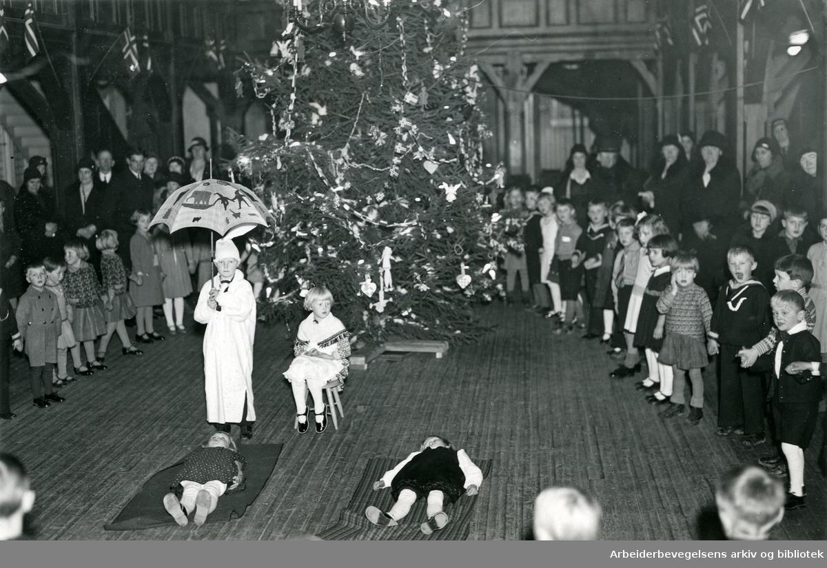 Juletrefest på 1930-tallet, antagelig i Lilleborg menighetshus i Holstgate 1 (nå Sagene festivitetshus)
