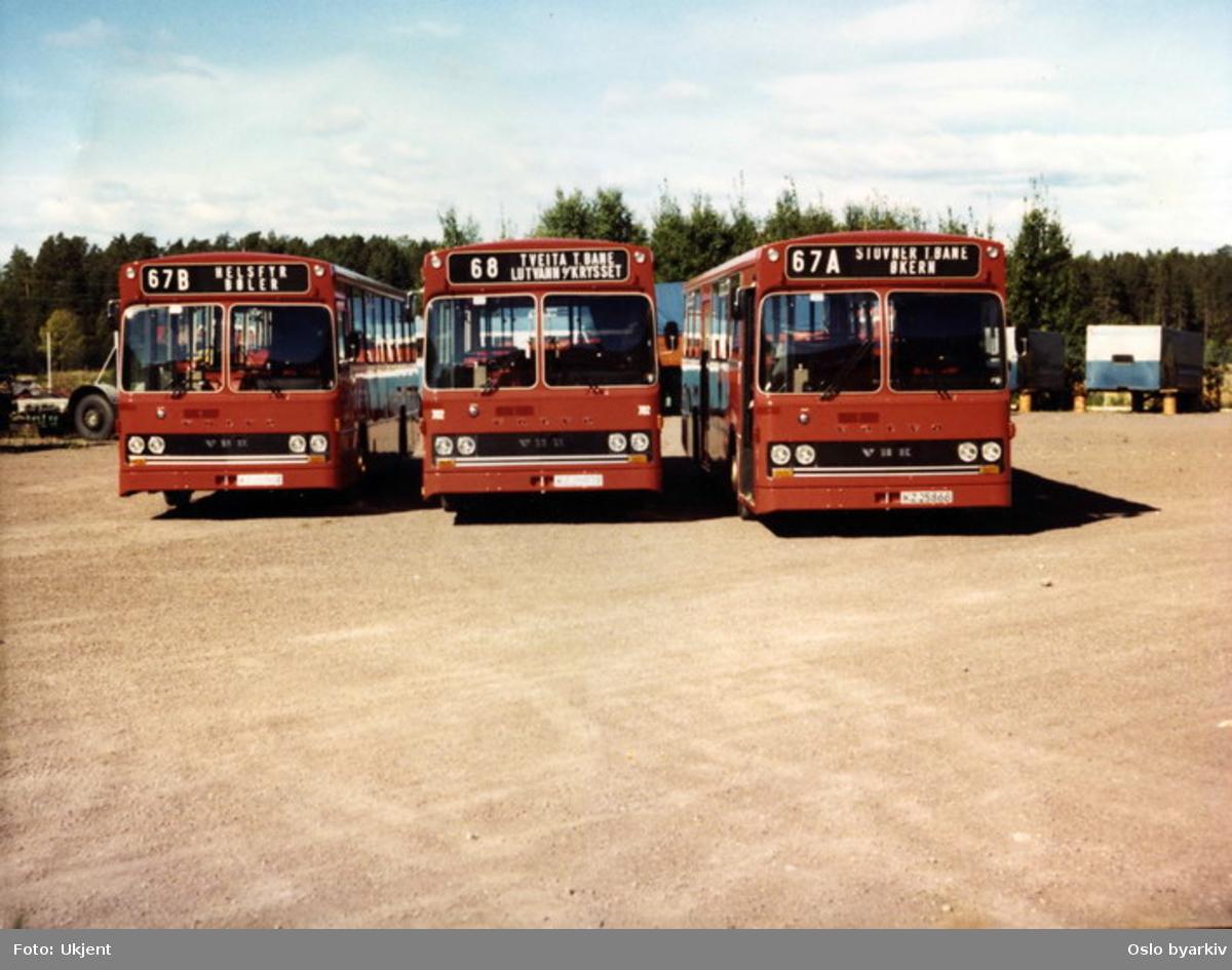 Oslo Sporveier. Man Volvo bussmodeller fra siste halvdel av 1970-årene. Tre ulike linjer parkert ved siden av hverandre: 67b Helsfyr-Bøler, 68 Tveita-Lutvann og 67A Stovner-Økern.