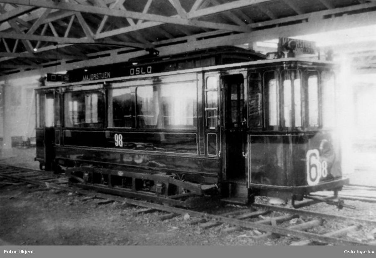 Nyprodusert Grønntrikk motorvogn type SS nr. 98 linje 6 utstilt på Jubileumsutstillingen på Frogner i 1914 som eksempel på norsk sporvognsbygging (Skabo/ Norsk AS Siemens-Schuckert).