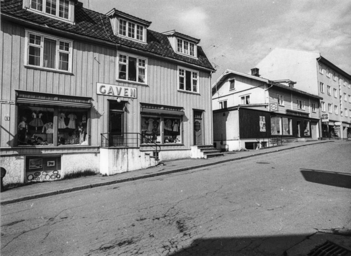 Fra Wergelandsgata: «Gaven» og «Samvirkelaget Elektro».