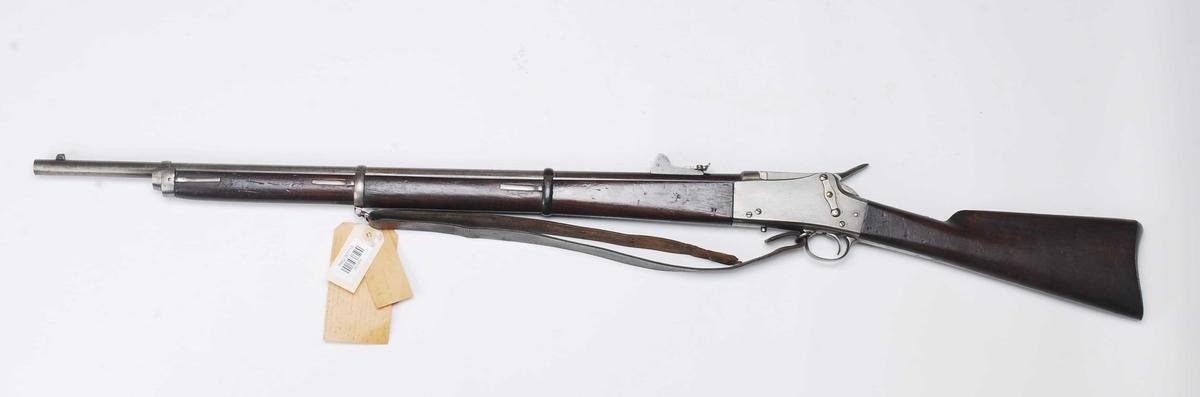 Dette våpenet har ingen merking overhodet. Intet årstall, intet fabrikkstempel, eller kontrollørstempel. Det er kun på baksisktet og på festebåndene at nummeret 27 er slått inn.