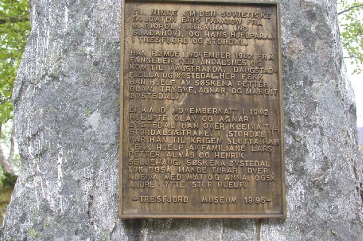 Stor naturstein med tekstplate