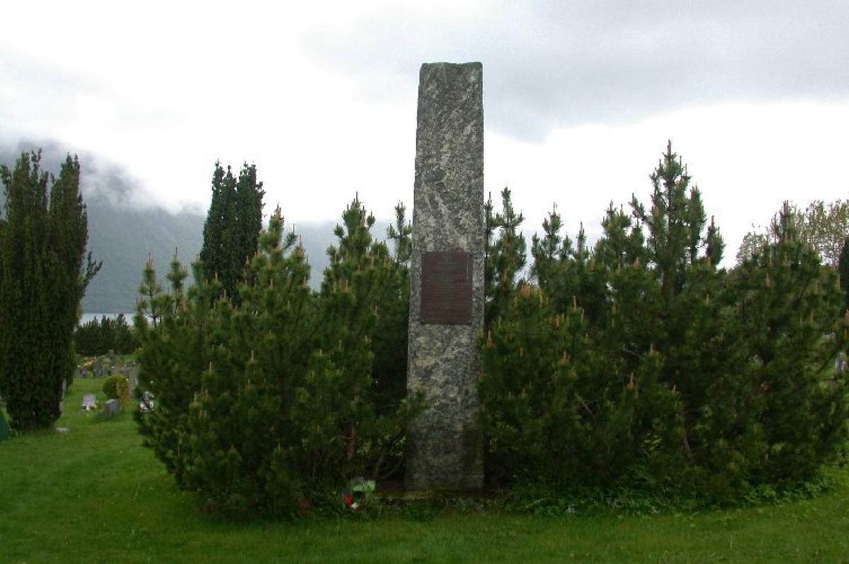 Ca 4 m høg stein