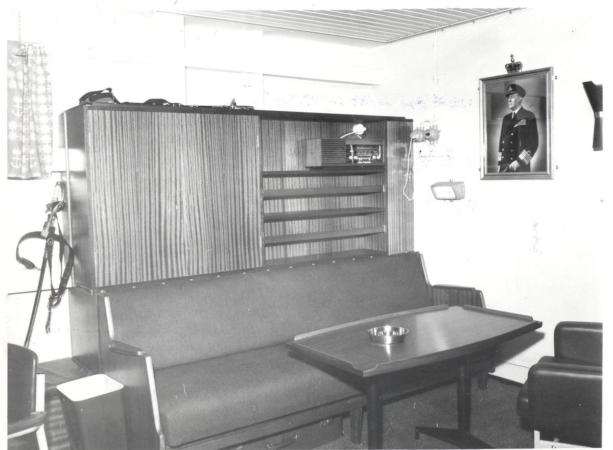 Enkeltbilde. Fregatten KNM Oslo, innredningen i sjefslugaren 1966.