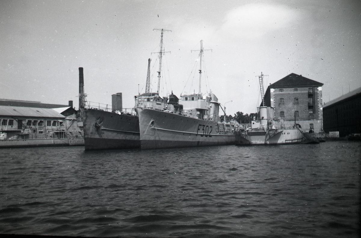 Karljohansvern. To fregatter av Sleipner-klassen fotografert ved kaien. 1955 eller 1957.