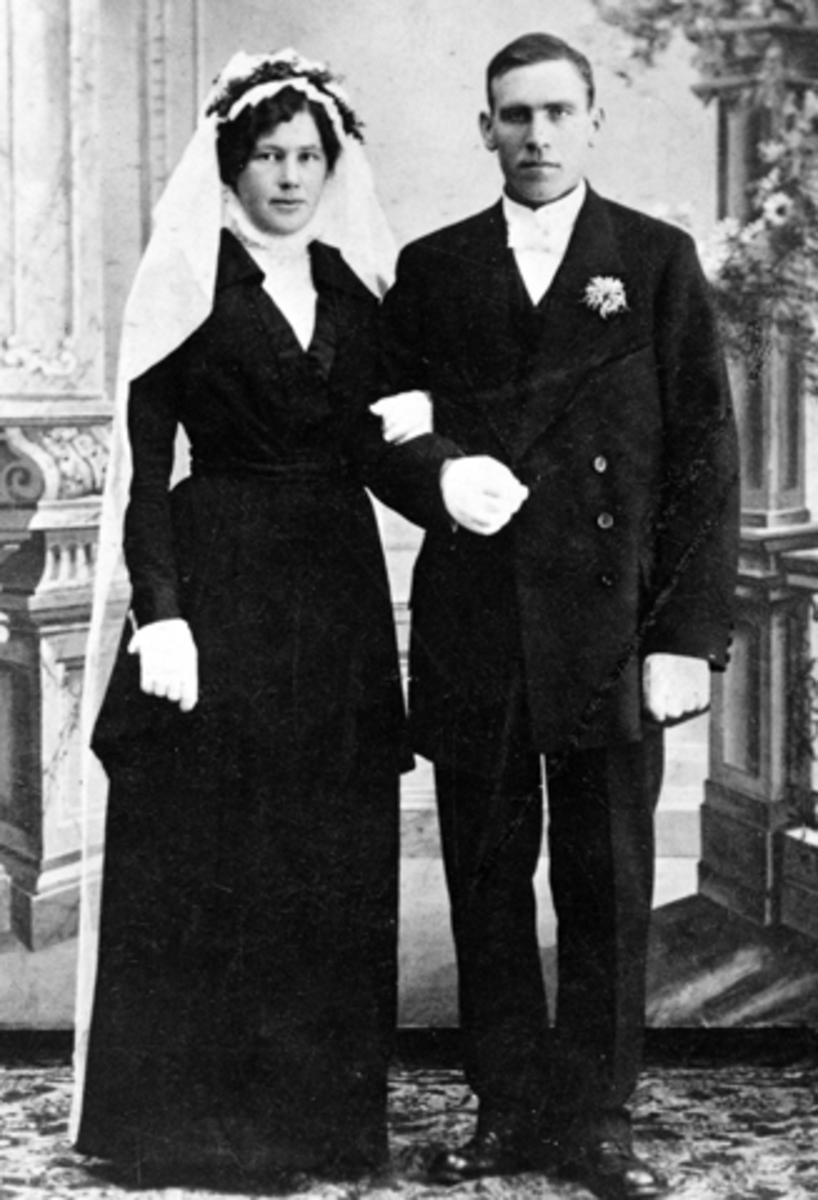 Mina født Mauseth (21/7 - 1892) og Kristian Dahlsveen (9/7 - 1885), gift (19/11 - 1914, Furnes, Ringsaker.