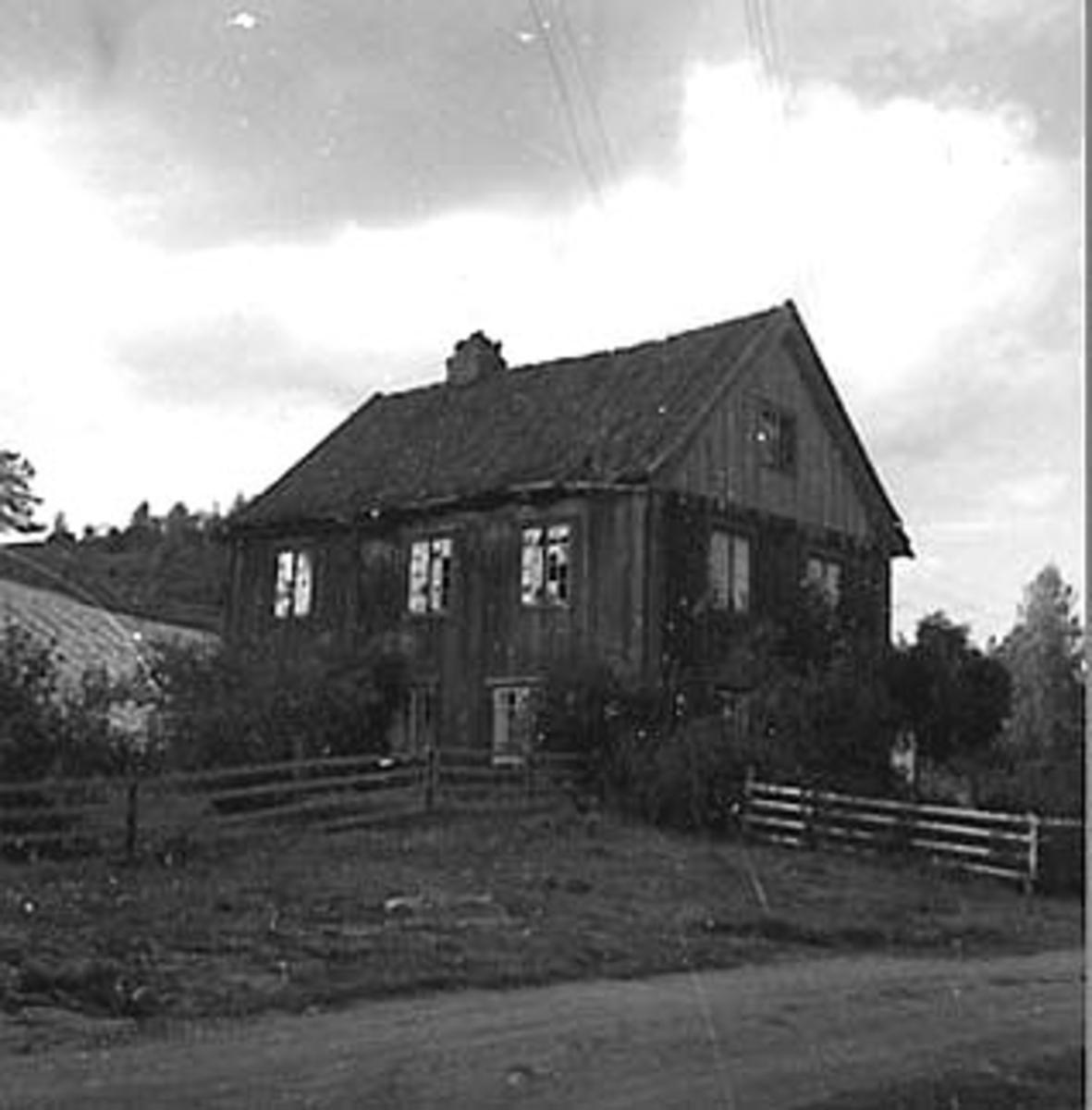 GAMMELT HUS, VARDEBERG GÅRD, TANGEN