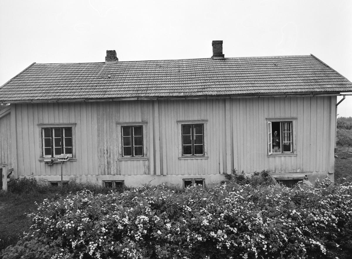 Lunden skole i Vang H. Eksteriør. Den eldste skolebygningen, trolig fra 1867.