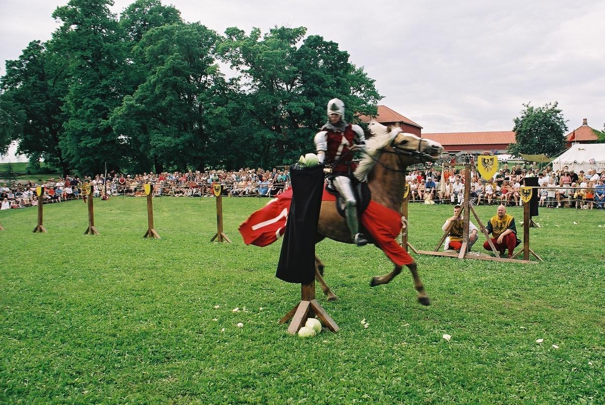 Middelalderdagen. Middelalderfestival, Hamar, Domkirkeodden, 2002. Ridderturnering.