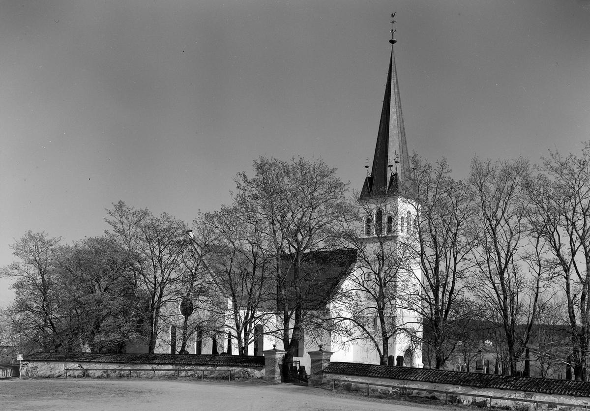 FURNES KIRKE. 16-05-1954. FOTOGRAF EIVIN LØKKEN.