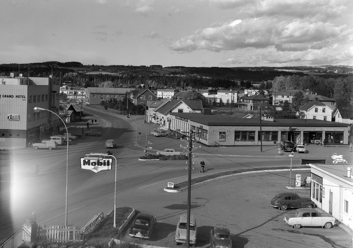 BRUMUNDDAL SENTRUM. 1955-1966. FOTOGRAF EIVIN LØKKEN.