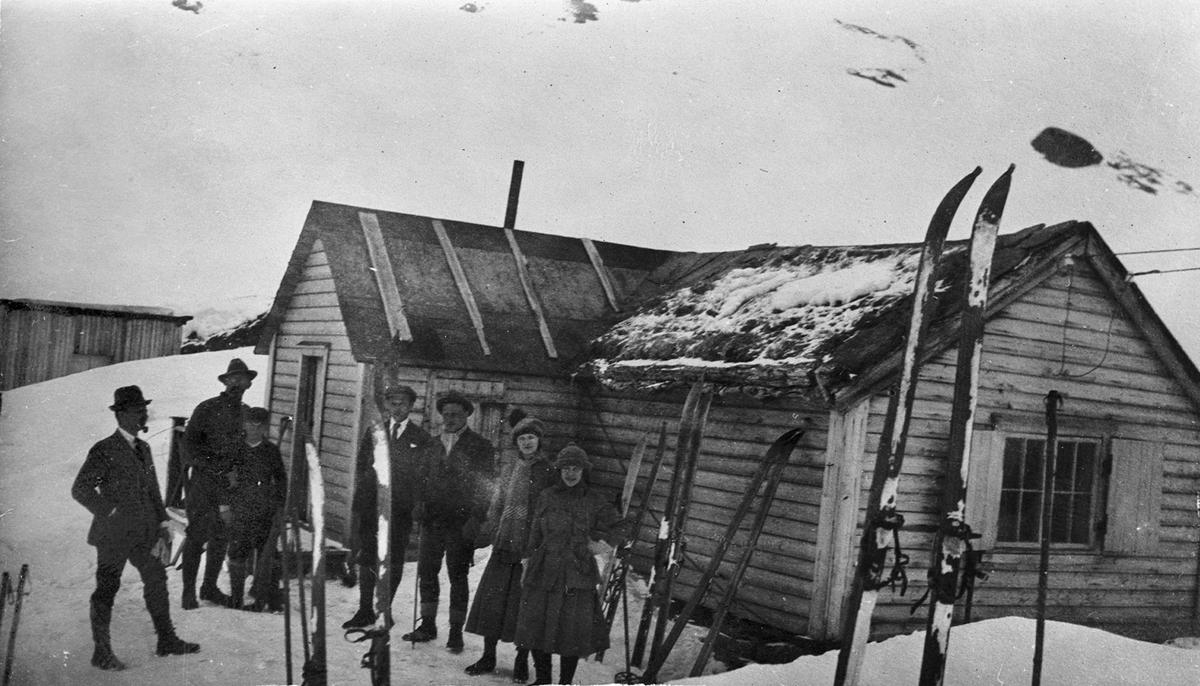 Gruppebilete, hytte, ski, Tysseseter
