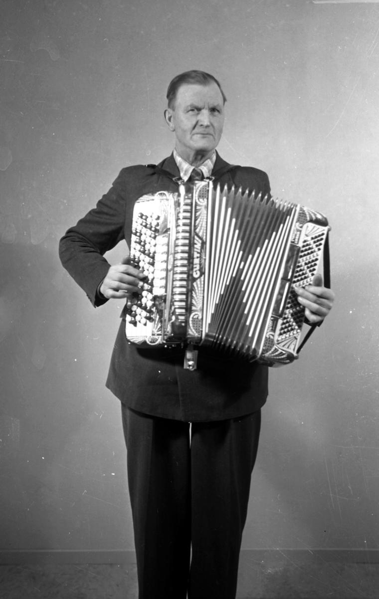 Trekkspilleren Johan Elsmo fra Jømna.