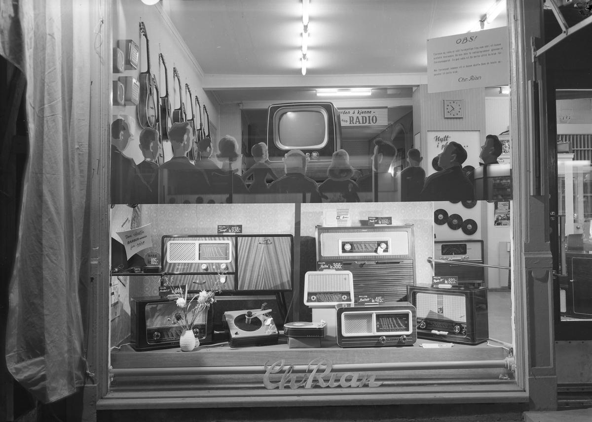 Radiomessen 1956 - vindusutstilling hos Chr. Rian