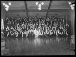 Gruppebilde av representanter fra Bondekvinnene i 1956
