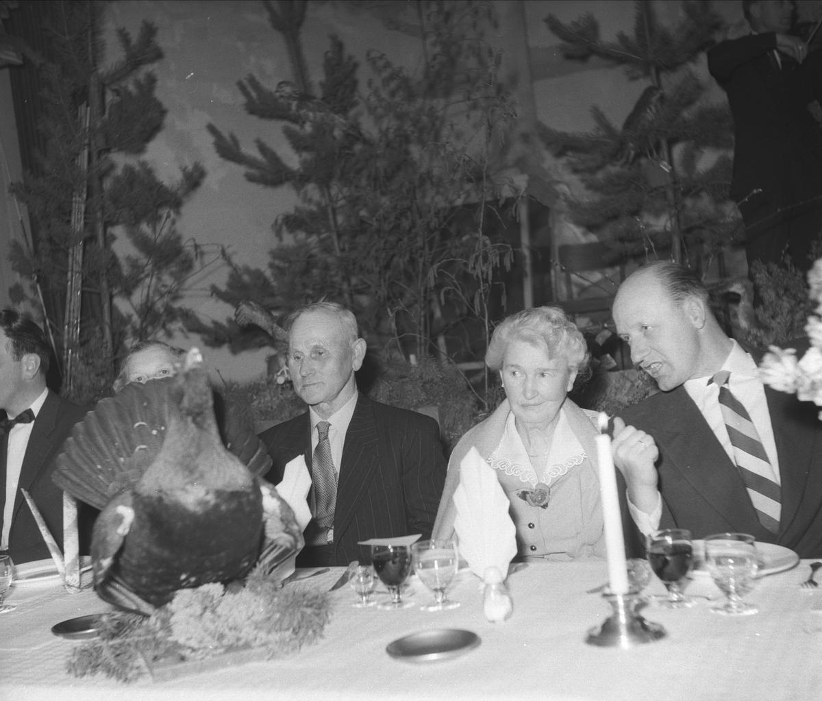 LØITEN JÆGER OG FISKEFORENING, FEIRING AV 50-ÅRS JUBILEUM I BØNDERNES HUS I LØTEN. FESTBORD. SE HAMAR STIFTSTIDENDE 5. APRIL 1960.