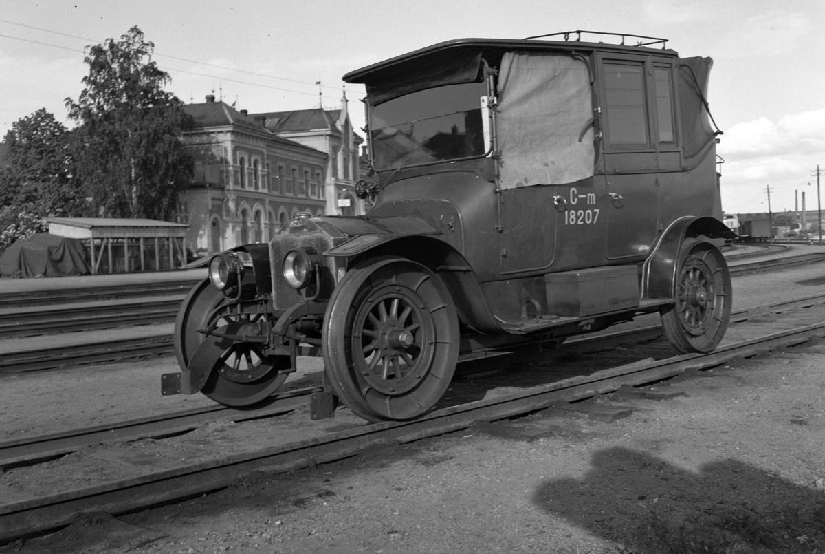 HAMAR JERNBANESTASJON, JERNBANENS DAG 12. JUNI 1949. SKINNEGÅENDE BIL