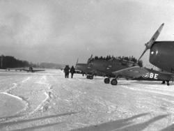 HAMAR FLYPLASS, ÅPNINGSDAGEN 17-11-1950. JAGERFLY OPPSTILT P