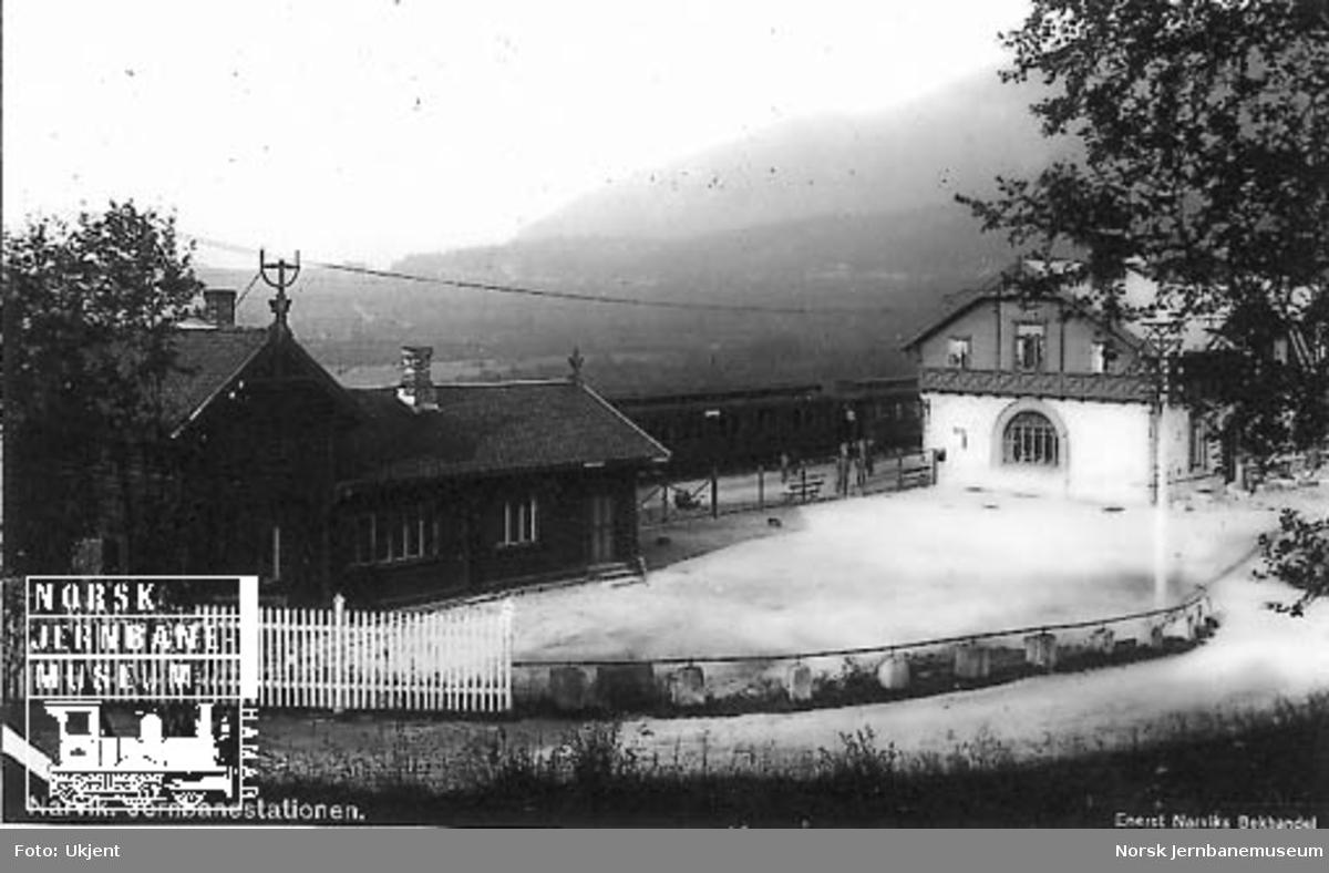Narvik stasjon fotografert fra bysiden