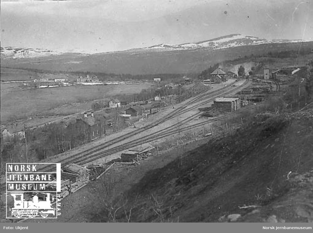 Oversiktsbilde over Dombås stasjon og stedet