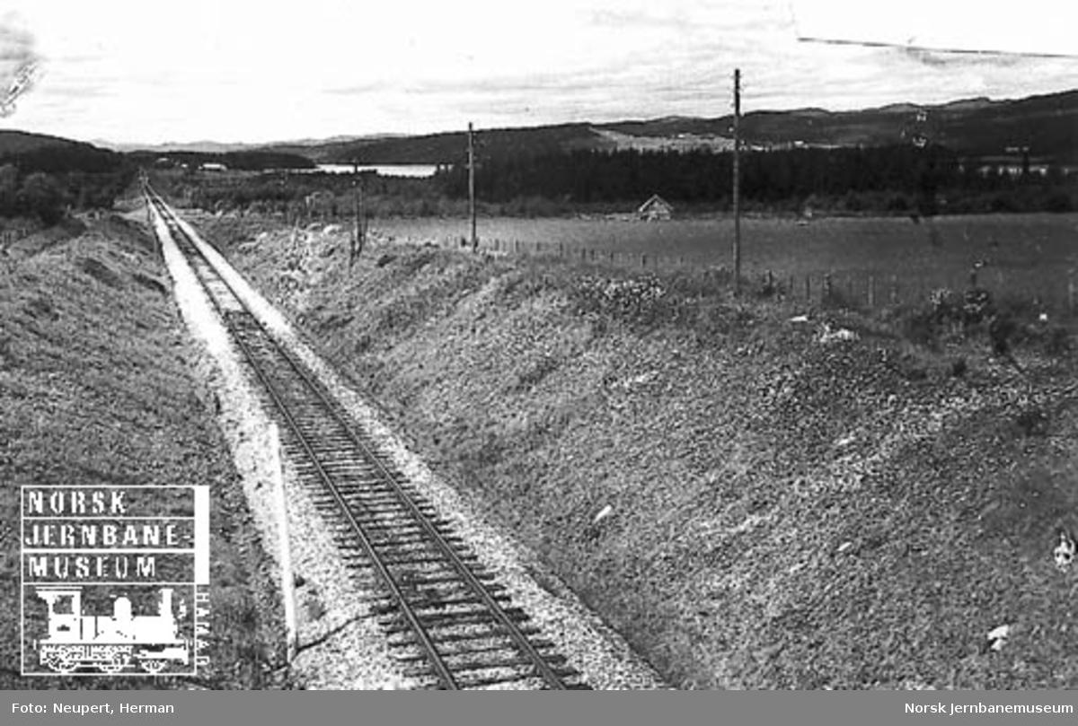 Jernbanetraséen sør for Stod stasjon, sett vestover