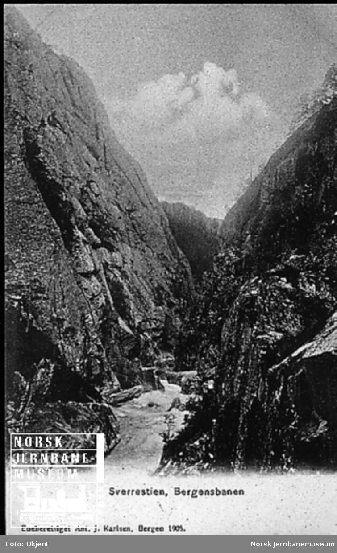 Sverrestigen i Raundalen, nederst i Rastadlia (jernbanen går i tunnel Rastadlia III eller IV på venstre side)