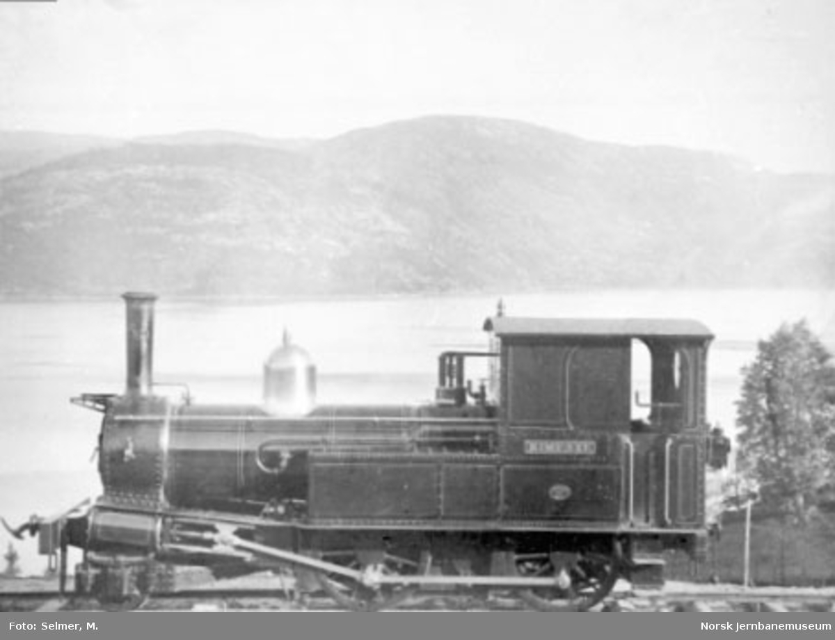 """Damplokomotiv type V nr. 55 """"Rimfaxe"""" - senere nr. 1 """"Hugin"""" - som ny"""
