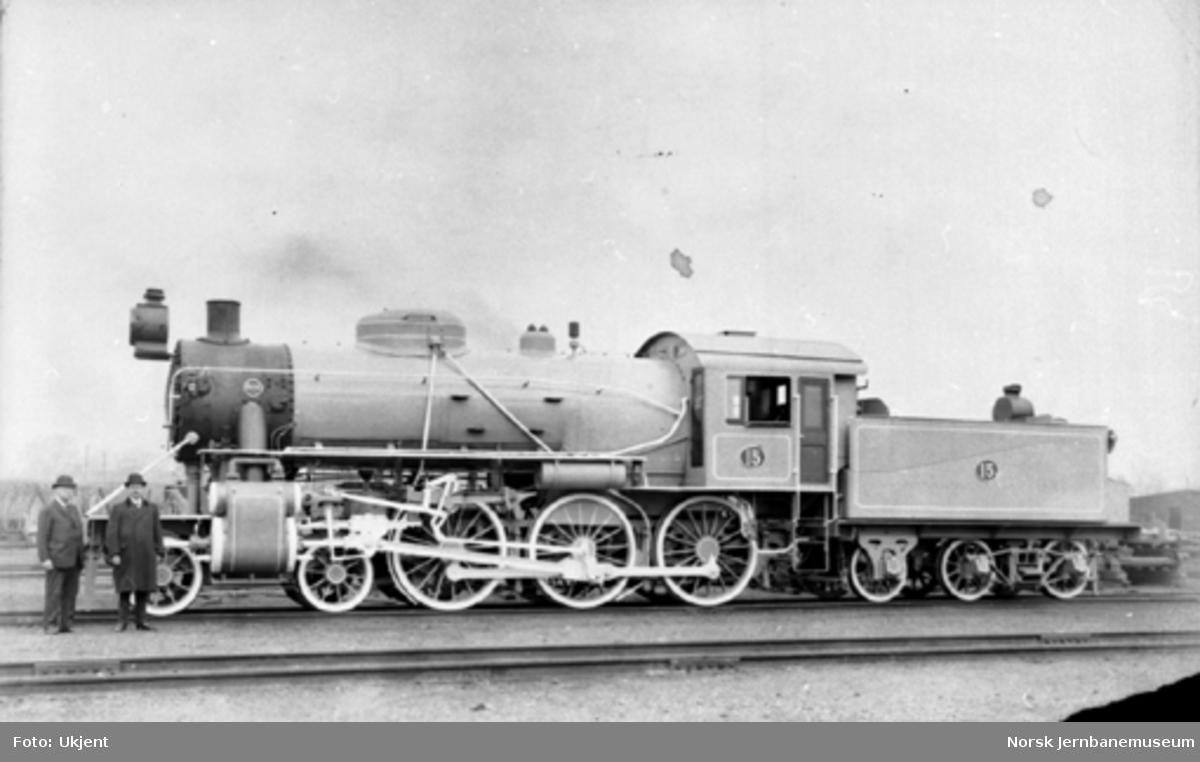 Foto av Hovedbanens damplokomotiv litra A1 nr. 15 som nytt