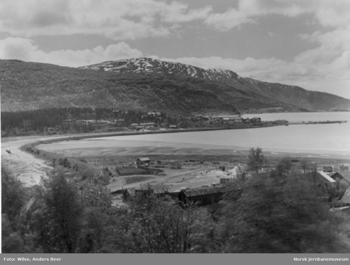 Oversiktsbilde fra Mo i Rana med fyllingen over Gullsmedvika