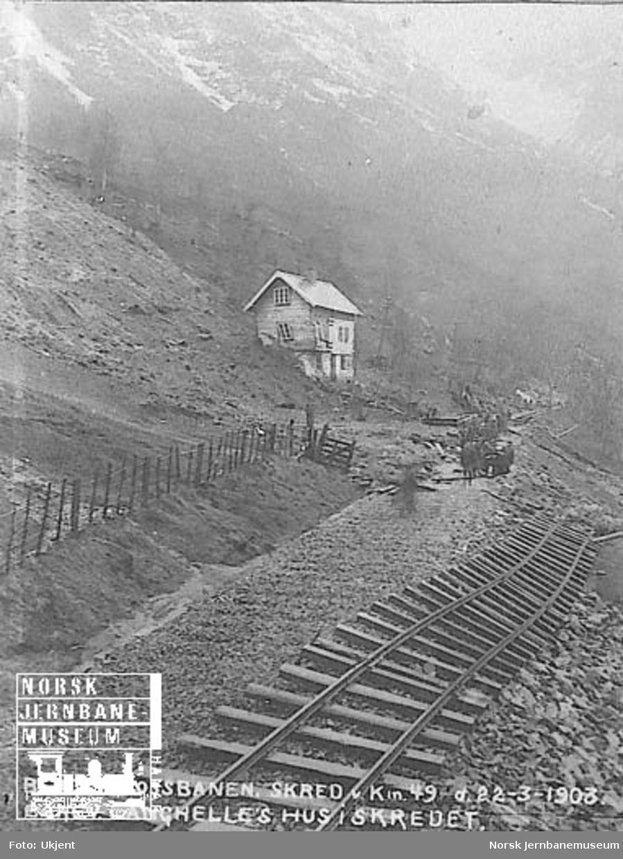Skred ved km 49; banevokter Langhelles hus i bakgrunnen
