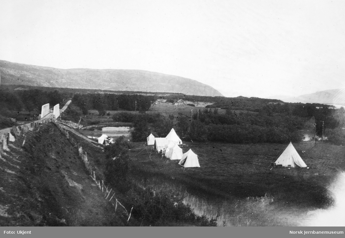 Jernbanestikking i Finnmark : stikningslagets leir ved Máskejohkas utløp