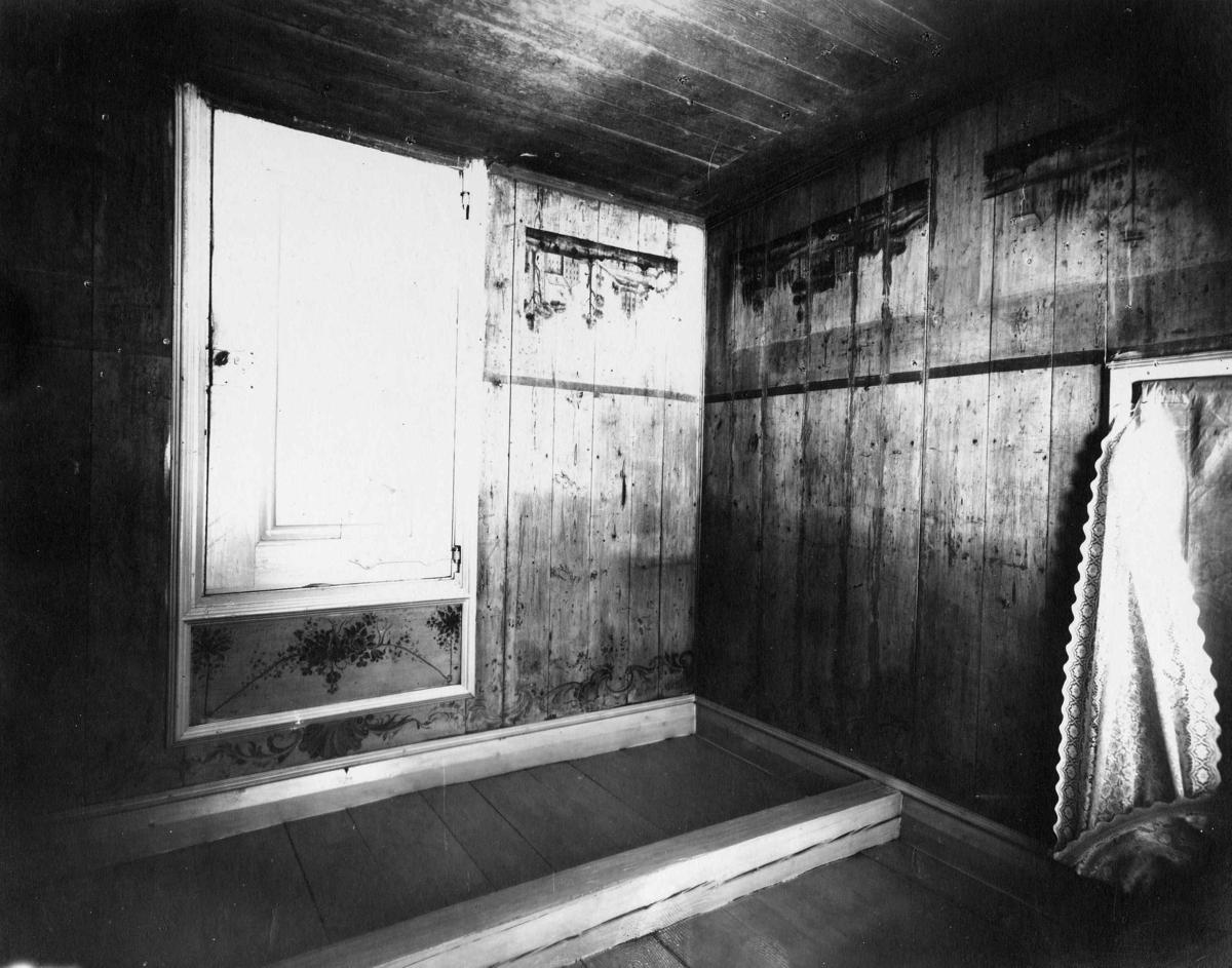 Dekorative veggmalerier i et rom, malt av Peder Aadnes. Storøen, Hole, Buskerud