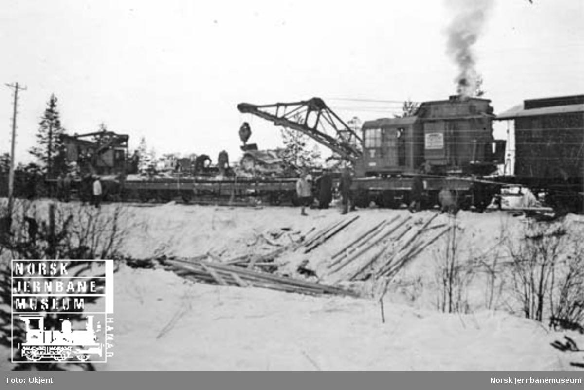 Togavsporing på Meråkerbanen 23. januar 1941 : opprydding etter avsporingen, avsporede vogner ved Kopperå