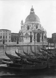 Udsigten fra vort vindu i Venedig. Kirke: Maria della Salute