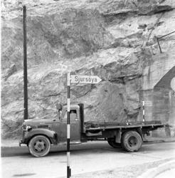 Lastebil ved tunnel til Sjursøya, Oslo 1956.