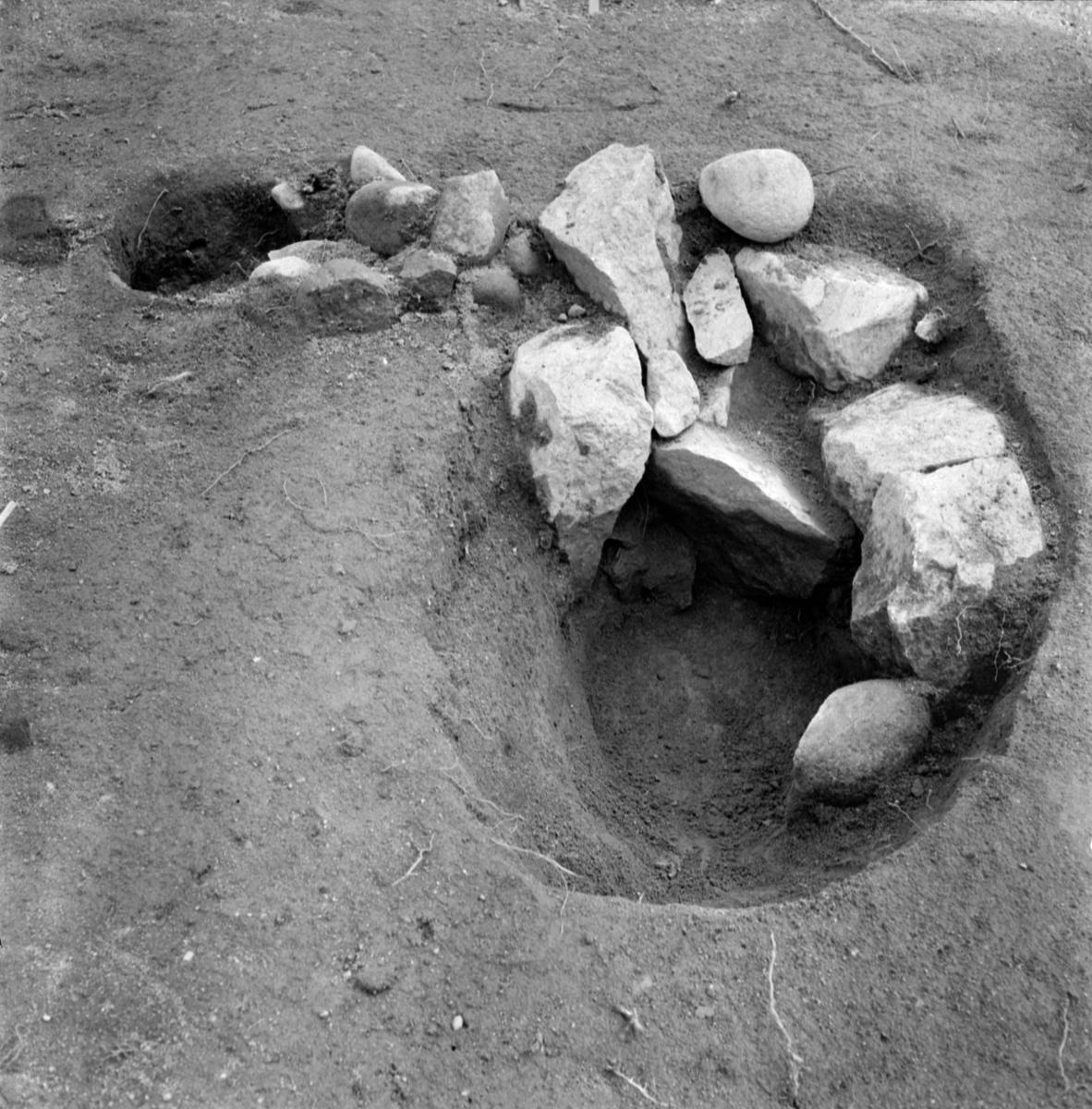 Prästgården, anläggning 10 stolphål - Arkeologi Gamla Uppsala 1973