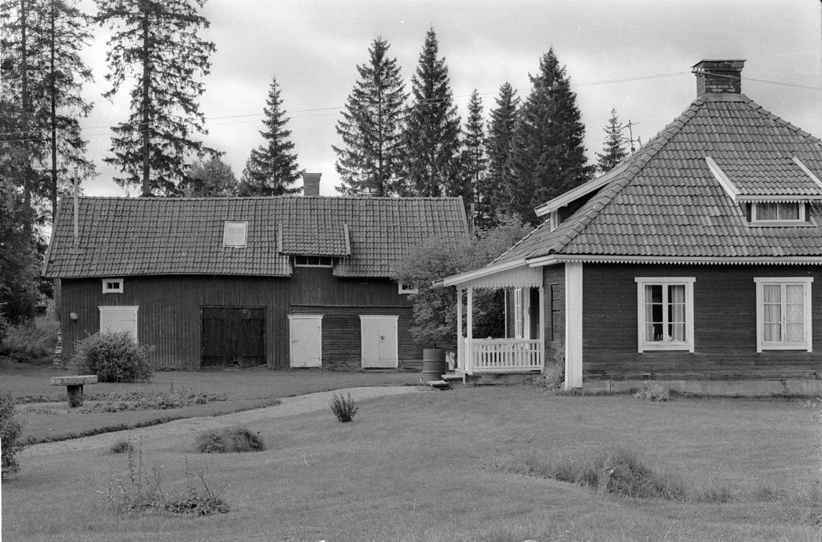Ladugård, lider, magasin, bod och bostadshus, Norrbacka, Norrbacken, Lena socken, Uppland 1978