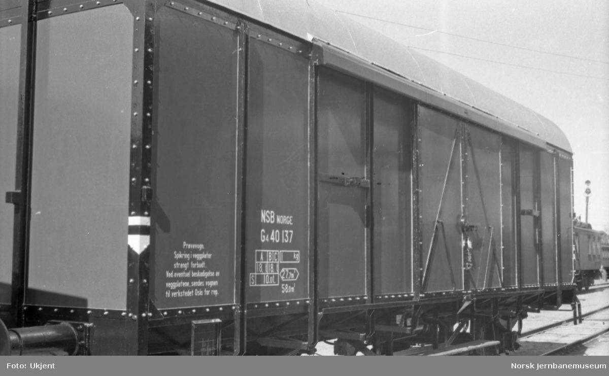 Lukket godsvogn litra G4 nr. 40137 med prøve-veggkledning