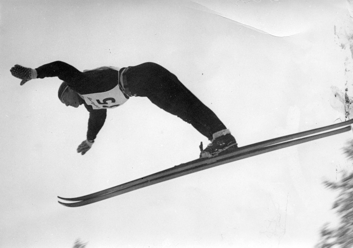 Petter Hugsted skijumping in the Winter Olympics in St. Moritz 1948.