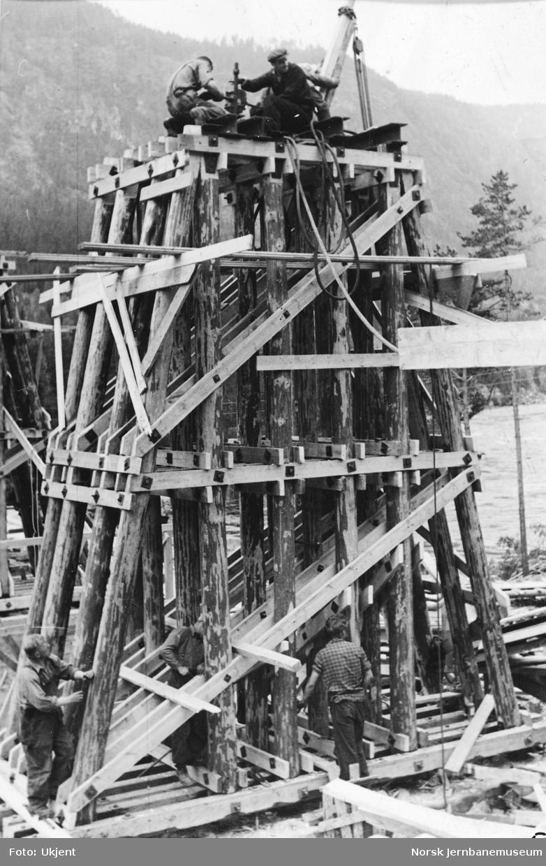 Svenkerud bru : bygging av provisorisk bru